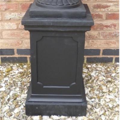 Clawson Plinth in Black - Medium